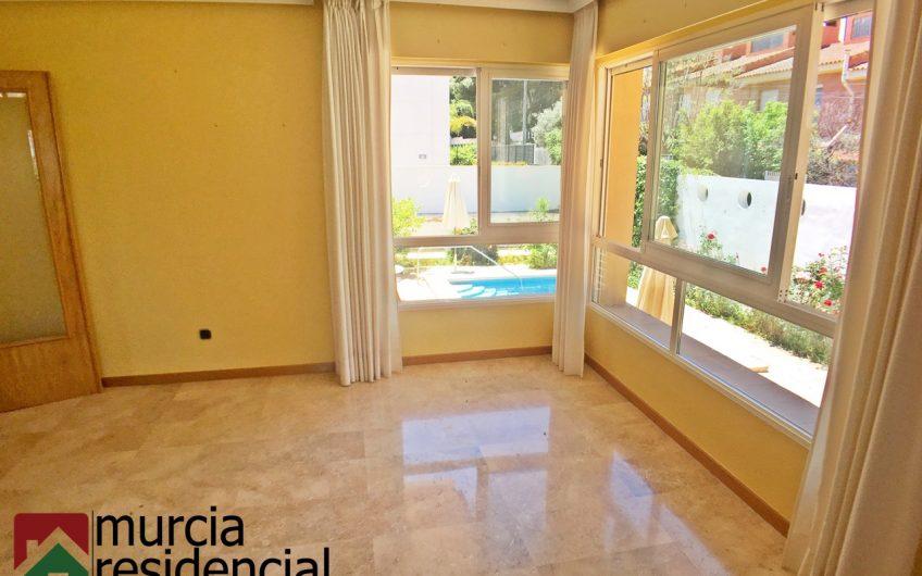 Chalet con parcela de 500m y piscina en La Alberca