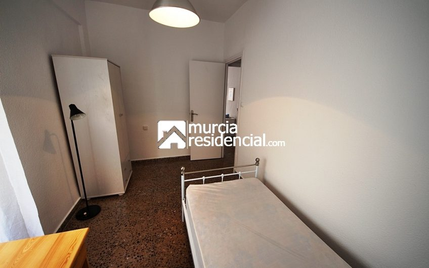 Piso amueblado, de tres habitaciones en alquiler en San Antón